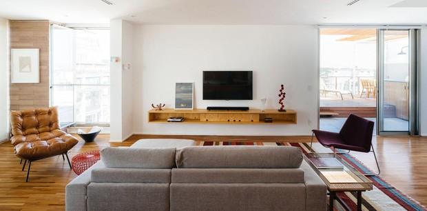 sala-de-tv-sofa-tapete (Foto: Pedro Kok/Divulgação)