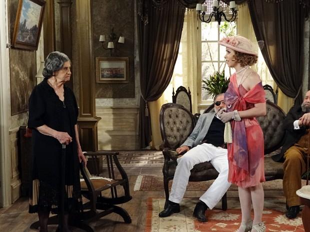 Zarolha tenta convencer Dorotéia a ser madrinha de seu casamento (Foto: Gabriela / TV Globo)