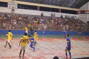 Jogo de futsal Rivera x Verona em Tarauacá (Foto: Raimundo Accioly/Arquivo Pessoal)