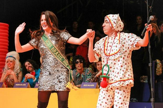 Melissa Gurgel,  Miss Brasil 2014, confere o espetáculo Chacrinha o Musical (Foto: Raphael Castello/AgNews)