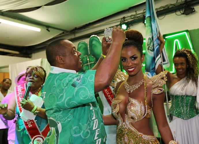 Ivi Pizzott no momento da coroação (Foto: Carol Caminha / TV Globo)