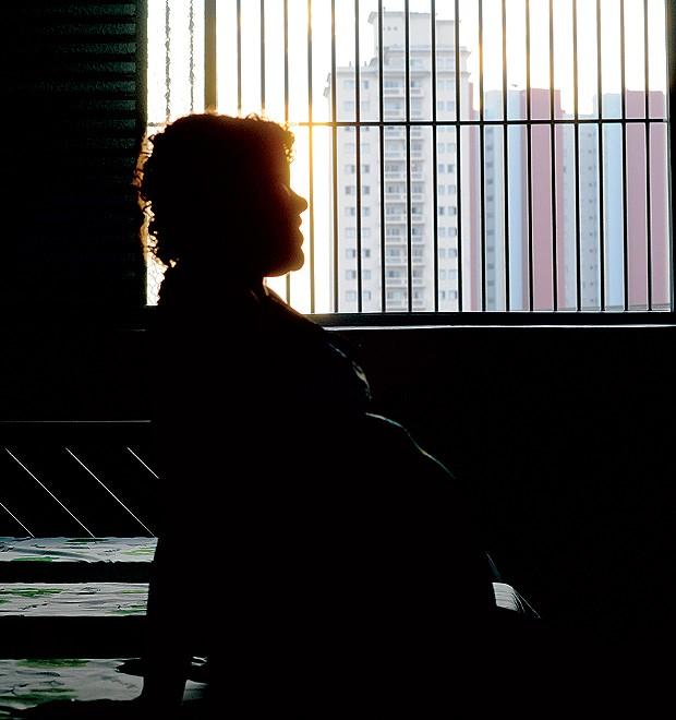 """""""Quando eu não queria me prostituir, meu companheiro me espancava. ele comprava crack com meu dinheiro. Ficava com ele porque não tinha mais ninguém"""" (Foto: Christian Tragni)"""