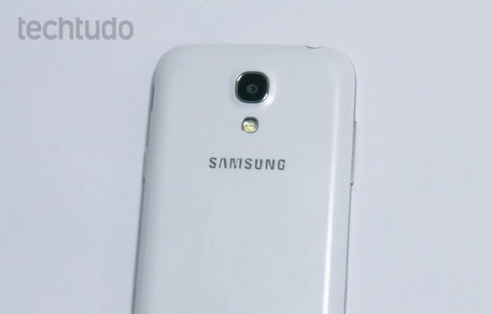 Câmera traseira do Galaxy S4 Mini com flash LED (Foto: Barbara Mannara/TechTudo)
