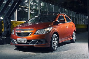 A GM utilizou o laranja para promover o Onix no lançamento, mas tirou a cor do catálogo na linha 2014. (Foto: Fabio Aro/Autoesporte)