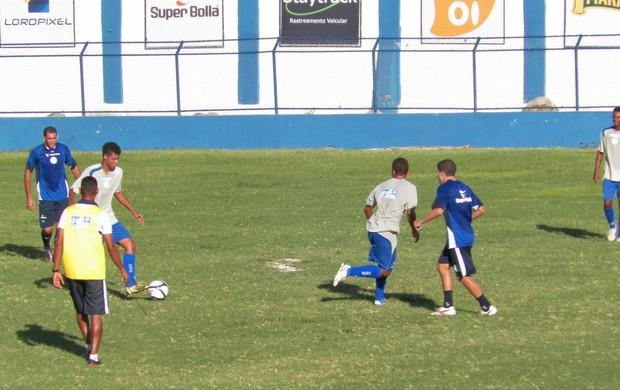 Confiança faz jogo treino com time da base (Foto: Rozendo Aragão-ADC)