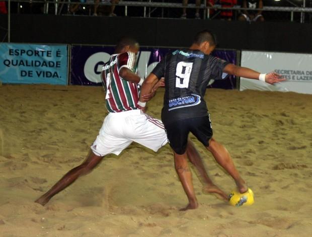 Fluminense x Rio Branco: Catarino (Flu) divide bola com Dieguinho (RB) (Foto: Divulgação/Pauta Livre)