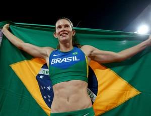 Fabiana Murer comemora a prata no Mundial de Pequim (Foto: Getty Images)