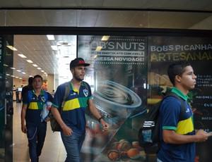 Atletas do Rondoniense chegam à Porto Velho após jogo em Cuiabá-MT (Foto: Lívia Costa)