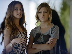 Sofia chocada ao saber da gravidez de Fábia  (Foto: Malhação / TV Globo)