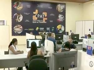 Profissionais fazem cadastro no CPAT, em Campinas (Foto: Reprodução / EPTV)