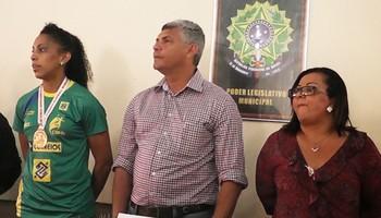 Ana Paula foi homenageada por autoridades (Foto: Divulgação/João Filho)