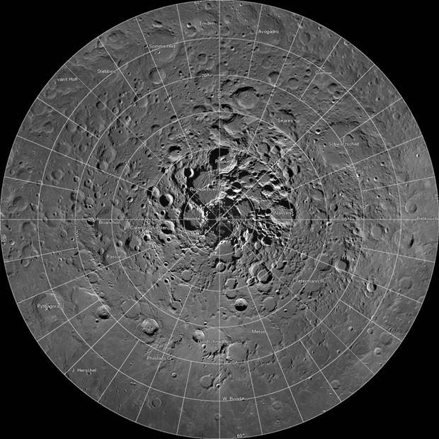 Superfoto mostra em detalhes a região polar norte da Lua (Foto: Reuters/Nasa/GSFC/Arizona State University/Handout)