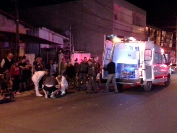 Viatura da PM bate em moto em avenida de Salto de Pirapora (Foto: Adriano Vincler/Arquivo Pessoal)