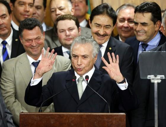 Presidente interino Michel Temer da posse ao seu novo ministério em cerimónia no Palácio do Planalto (Foto: Pedro Ladeira/Folhapress)