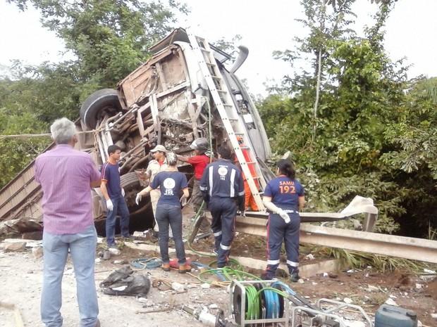 Acidente aconteceu por volta das 2h50, em Porto Franco (MA) (Foto: Divulgação / PRF)