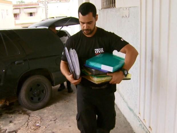 Documentos foram apreendidos nesta quinta em São Gonçalo do Sapucaí (Foto: Reprodução EPTV)