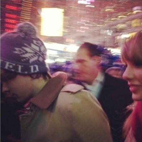 Taylor Swift e Harry Styles (Foto: Reprodução/Twitter)