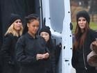 Rihanna roda novas cenas de filme com Sandra Bullock