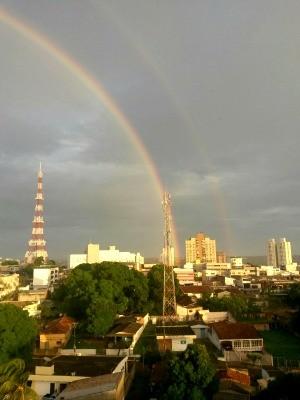 Internauta registrou céu da capital com dois arco-íris (Foto: Luiz Carlos Duarte Gomes/ Arquivo pessoal)
