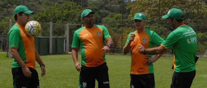 Enderson e comissão técnica; América-MG (Foto: Carlos Cruz)