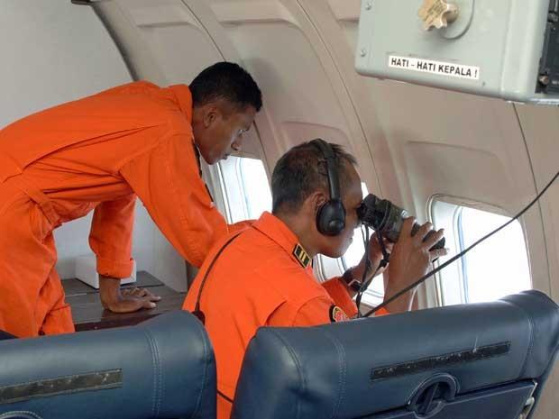 Força Aérea da Indonésia busca pelo Boeing 777 da Malaysia Airlines desaparecido no sábado (8). (Foto: Força Aérea da Indonésia / Via AFP Photo)