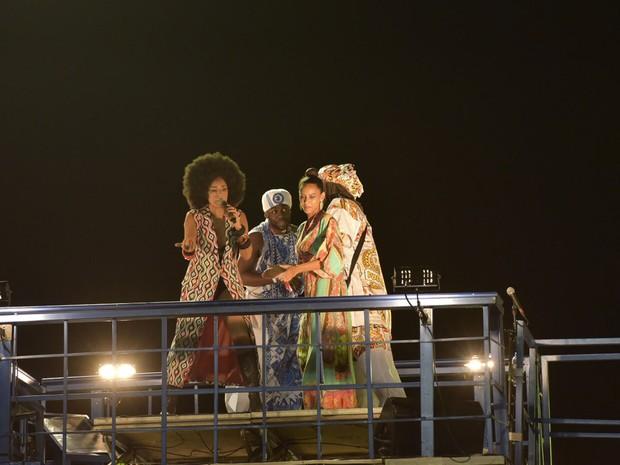 Taís Araújo e Lázaro Ramos dançam com Daniela Mercury  (Foto: Elias Dantas/Ag. Haack)