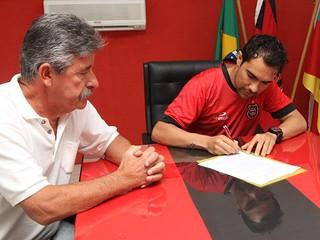 tulio souza brasil de pelotas (Foto: Carlos Insaurriaga/Brasil de Pelotas/Divulgação)