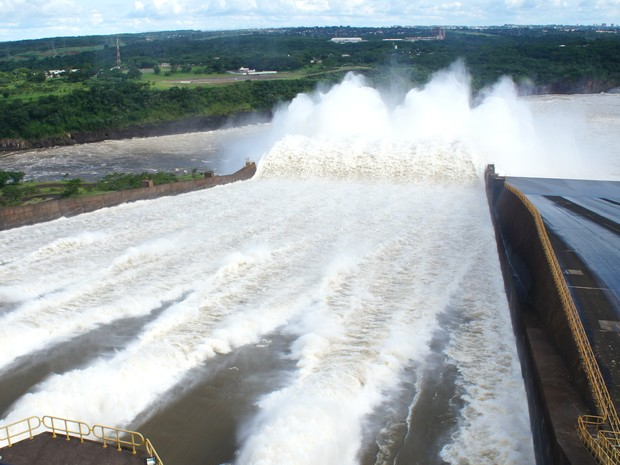 Com um dos maiores reservatórios do mundo e recordista em produção, Itaipu é frequentemente acionada pelo ONS para socorrer o sistema elétrico brasileiro (Foto: Fabiula Wurmeister / G1)