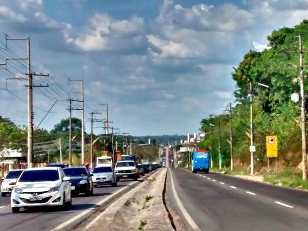 Trânsito na Avenida Torquato Tapajós (Foto: Suelen Gonçalves/G1 AM)