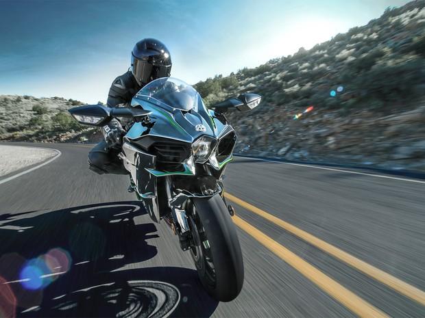 Kawasaki Ninja H2 tem apêndices que lembrar pequenas asas (Foto: Divulgação)