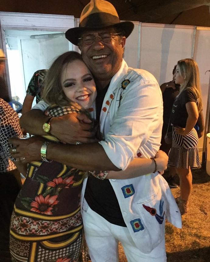 Andréa Vitória com o amigo Maciel Melo em noite de premiação  (Foto: Arquivo Pessoal )