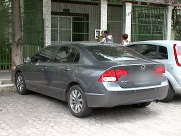 Carro usado por criminosos para assaltar juiz  em Vila Velha. (Foto: Reprodução / TV Gazeta)