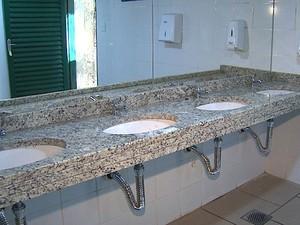 A reestruturação dos sanitários foi uma das principais mudanças da reforma do Teatro de Arena de Ribeirão Preto (Foto: Reprodução/ EPTV)