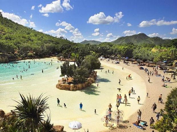 Praia artificial do resort Sun City, na África do Sul (Foto: Divulgação)