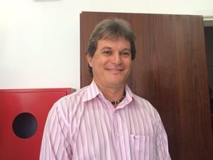 Para Roberto Freire, o aplicativo vai ajudar muito os deficientes visuais em Alagoas. (Foto: Michelle Farias/G1)