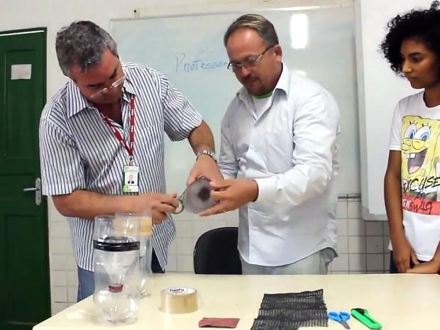 Vídeo mostra passo a passo para construção de 'mosquitoeiro' (Foto: Divulgação / IFMA)