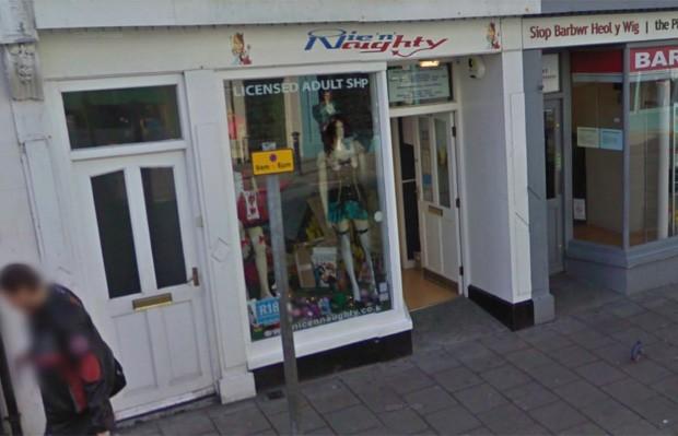 Único sex shop com licença para operar na cidade, estabelecimento em Aberyswyth fechou as portas devido À falta de clientela (Foto: Reprodução/Google Street View)