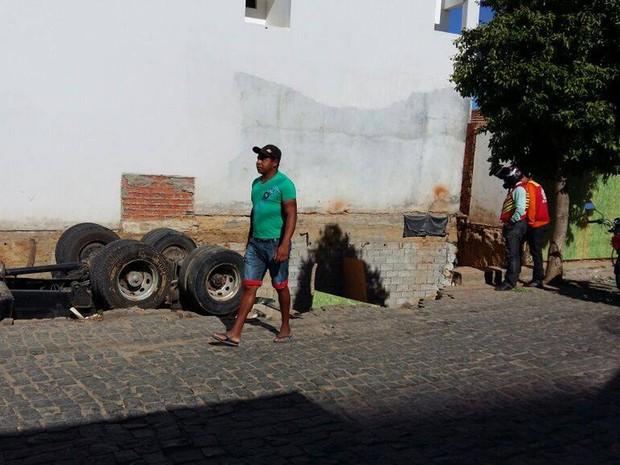 Acidente ocorreu na terça-feira (12), em Guanambi, sudoeste baiano (Foto: GuanambiFM.com.br)