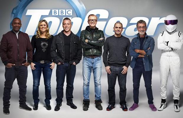 Equipe de apresentadores do Top Gear: Rory Reid, Sabine Schmitz, Matt LeBlanc, Chris Evans, Chris Harris, Eddie Jordan e The Stig (Foto: Reprodução)