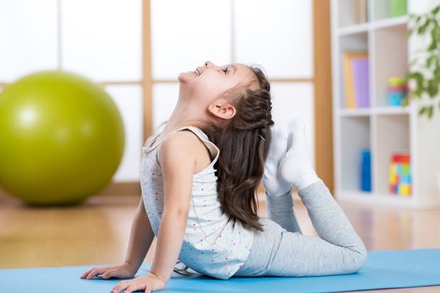 Para a aula de ioga, é preciso fazer a inscrição prévia das crianças (Foto: Divulgação)