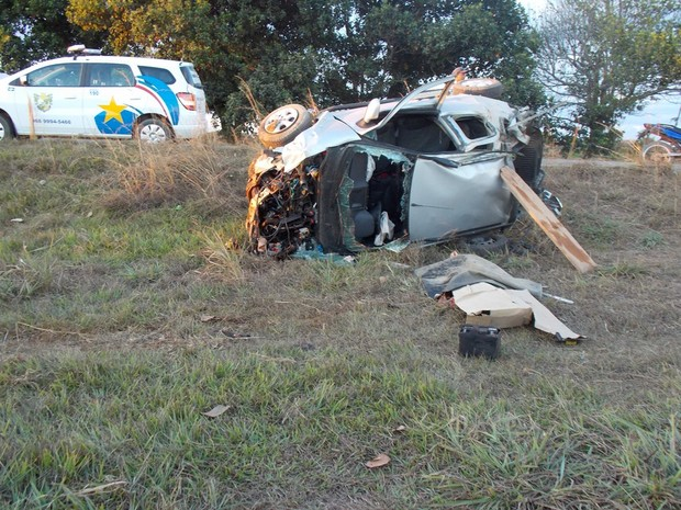 Carro ficou destruído após acidente (Foto: Floresta Net)