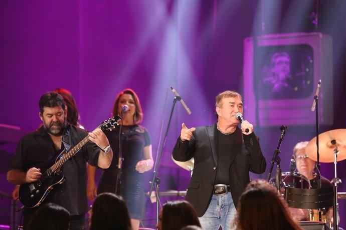 Amado Batista deu um show no palco do 'Altas Horas' (Foto: Carol Caminha/Gshow )