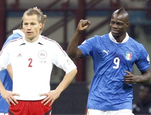 Balotelli, comemora gol da Itália (Foto: Agência Reuters)
