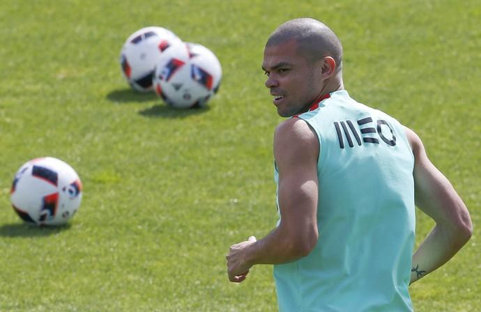 Pepe no treino de Portugal (Foto: REUTERS/Regis Duvignau)