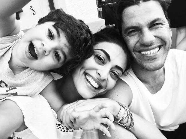 Juliana Paes com o marido e filho mais velho (Foto: Reprodução / Instagram)