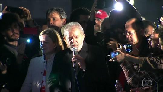 Simpatizantes do PT fazem manifestações de apoio a Lula