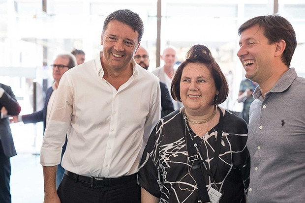 Suzy with former Primer Minister of Italy and former Mayor of Florence Matteo Renzi (left), and the current Mayor of Florence, Dario Nardella, at the opening of the Guest Nation Australia pavillion hosted by the Pitti Immagine Foundation (Foto: PROJ3CT STUDIO)