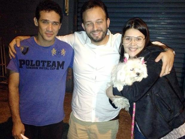 Casal reencontra cachorro (Foto: Tássia Nascimento/Arquivo Pessoal)