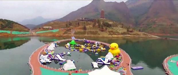 China inaugura passarela flutuante (Foto: Reprodução)