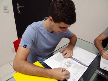 Flávio passou para engenharia, mas percebeu que queria era economia. (Foto: Katherine Coutinho / G1)